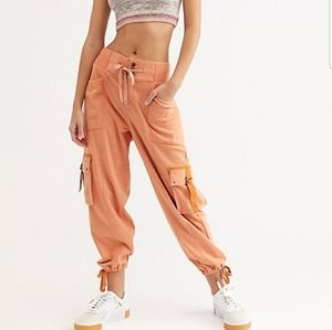 🎄NWT Free People Semi-Charmed Jogger